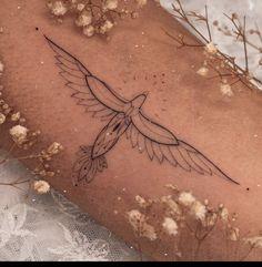 Baby Tattoos, Little Tattoos, Mini Tattoos, Body Art Tattoos, Tattoo Drawings, Small Tattoos, Small Feminine Tattoos, Neue Tattoos, Simplistic Tattoos