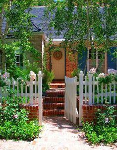 Mix of wood & brick fence. Sweet !