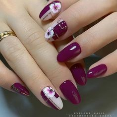 What Christmas manicure to choose for a festive mood - My Nails Cute Nails, My Nails, Christmas Nail Art Designs, Christmas Nails, Round Nails, Flower Nail Art, Best Acrylic Nails, Nagel Gel, Purple Nails