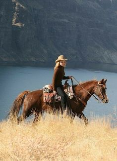 Foto Cowgirl, Estilo Cowgirl, Cowgirl And Horse, Trail Riding Horses, Horse Riding, Cow Girl, Hot Country Girls, Country Life, Dude Ranch Vacations