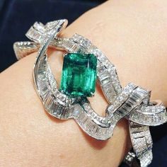 #emerald #diamonds #bracelets #mm_mucevhermagazin