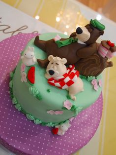 yogi bear themed cake from Delectable by Su
