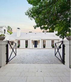 "Gwyneth Paltrow & Chris Martin""House of Windsor, Bungalows, Beautiful Buildings, Beautiful Homes, Exterior Design, Interior And Exterior, Exterior Paint, House Of Windsor, Architecture Design, Beach Cottages"