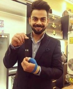 Virat Kohli is fitness & style goals for all the young guys out there. Choose from our list, the Virat Kohli hairstyle that suits you best. Anushka Sharma Virat Kohli, Virat And Anushka, India Cricket Team, Cricket Sport, Virat Kohli Instagram, Virat Kohli Wallpapers, 50 Hair, How To Look Handsome, Edgy Look