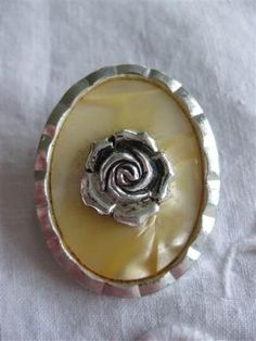 Bedårende *sølv*rose på perlemor - stemplet  Western Germany.