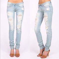 1 HR SALEAJA low rise skinnies - L. DENIM Super trendy & comfy SKINNY JEANS 98% COTTON, 2% SPANDEX  . AVAILABLE IN MED & LIGHT DENIM   Low rise skinny leg jeans. Traditional 5 pocket and zip fly zipper closure.   *97% Cotton 3% Spandex Bellanblue Jeans Skinny