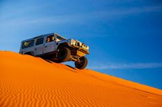 Ten Activities You Should Do in Your Jeep - 7. Drive on sand dunes
