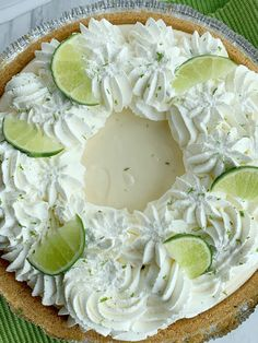 Easy No Bake Key Lime Pie. Easy No Bake Key Lime Pie Recipes Quick & easy Key Lime Pie is so easy to make and no baking required! A creamy, smooth, and sweet key lime cheesecake filling inside a p. Lime Desserts, Summer Desserts, No Bake Desserts, Dessert Recipes, Summer Fruit, Dessert Bars, Dessert Ideas, No Bake Cheesecake Filling, Key Lime Cheesecake