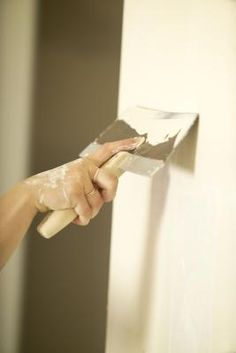 Drywall primer is one product used to prepare drywall before painting. Learn about drywall primer and other methods of preparing drywall. Diy Wand, Painting Over Paneling, Paint Paneling, Panelling, Cover Wood Paneling, Paneling Makeover, Painting Walls, Interior Painting, House Painting