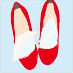Началась пора красивых туфель и босоножек, а как известно туфель много не бывает. Обувь — это вещь, на которой нельзя экономить. Естественно, потратив на обувь приличную сумму, хочется, чтобы она служ...