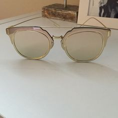 Mirrored Fashion Sunglasses Rose gold, mirrored, stylish/trending sunglasses! Never worn and come with case Accessories Sunglasses