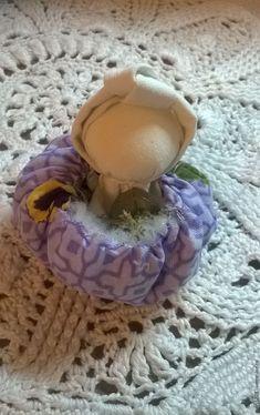 Делаем маленькую обережную куколку «Благополучница» – мастер-класс для начинающих и профессионалов Coasters, Rag Dolls, Handmade, Decoration, Dolls, Craft, Christmas Crafts, Fabric Dolls, Cloth Art Dolls