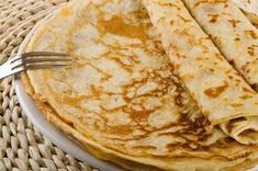 How to make Sunday Crêpe with Coconut Syrup. Cook this easy crepe recipe and other Asian crepe recipes from Malaysian Kitchen USA. Easy Crepe Recipe, Crepe Recipes, Steak Au Poivre, Coconut Syrup, Herb Salad, Cheesy Recipes, Brunch, Food And Drink, Cooking Recipes