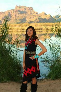 EC - N. Beauty and culture will never die. Native American Models, Native American Pictures, Native American Clothing, Native American Regalia, Native American Beauty, American Indian Art, Navajo Clothing, Indian Pictures, American Jewelry