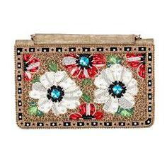 077835db8 Bolsa em tecido dourado com flores bordadas a mão em pedrarias e cristais.  Fecho por