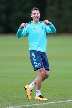 Cesar Azpilicueta Chelsea Football, Football Boys, Chelsea Fc, Fc 1, English Premier League, Premier League Matches, Songs To Sing, Sports Pictures, Uefa Champions League