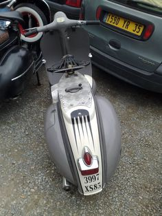 I love em ;D Nearly bought this pop once, sadly got away :'( Post up some of ya fav's please :-* Piaggio Scooter, Vespa Bike, Scooter Motorcycle, Vespa Scooters, Classic Vespa, Scooter Custom, Gear S, Motor Scooters, Cars And Motorcycles