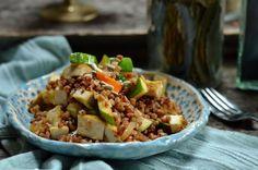 Kasza gryczana z kurczakiem i warzywami - szybki i prosty w przygotowaniu obiad lub obiadokolacja, na zimno - sałatka. Zdrowe, pożywne danie. Kung Pao Chicken, Food And Drink, Mexican, Lunch, Cooking, Ethnic Recipes, Foods, Drinks, Kitchen