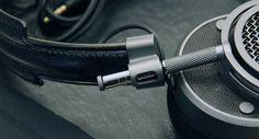 Výborná, krásně vyrobená sluchátka s hladkým zvukem. To jsou MH40 od nové firmy Master&Dynamic. Více na http://www.hifi-voice.com/testy-a-recenze/sluchatka-a-prislusenstvi/1929-master-and-dynamic-mh40.html