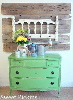 Not only do I like the dresser and the hat rack but check out the pallet art (?perfect for photos or displays Distressed Furniture, Upcycled Furniture, Furniture Projects, Furniture Makeover, Vintage Furniture, Painted Furniture, Diy Furniture, Diy Projects, Pallet Projects