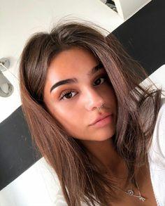 Brown Hair Selfie, Girl Pictures, Girl Photos, Flicks Hair, Long Brown Hair, Brown Hair With Highlights, Brunette Beauty, Girl Photo Poses, Hair Lengths