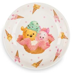 Serve up scrumptious smackerel, as Winnie the Pooh might say, on this Tsum Tsum themed plate. Made from melamine its cheerful, summery design features artwork of Piglet and Pooh with a fun ice cream theme.