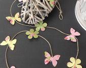Guirlande bucolique sur fil de lin marguerites et papillons en rose jaune et vert clair : Accessoires de maison par bebe-d-antan