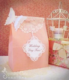 Wedding Goodie Bags for Kids - This idea would work for a traditional, vintage or elegant wedding theme. Check out our list of 10 suggestions of what you could include in your wedding goody bags.