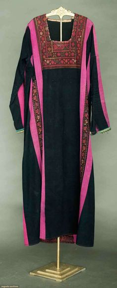 Embroidered Dress, Palestine, Early 20th C, Augusta Auctions, November 13, 2013 - NYC, Lot 391