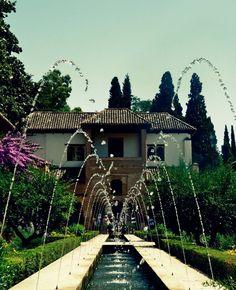 Esta es la Alhambra, es un puesto  donde están muchas fuentes.
