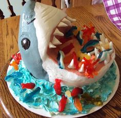 Shark Birthday Cake L Sheriff. I know someone who would LOVE this cake! Boys Birthday Cakes Easy, Shark Birthday Cakes, Cupcakes, Cupcake Cakes, Beautiful Cakes, Amazing Cakes, Shark Cake, Snacks Für Party, Creative Cakes