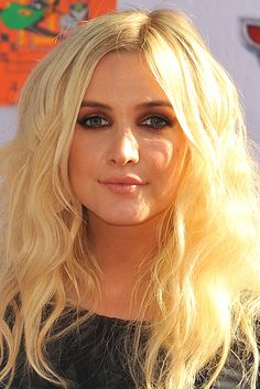 Ashlee Simpson. | 13 Before And After Photos That Will Make You Wonder If These Celebrities Have Had Surgery