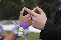 prom couple poses ideas corsage hands together hair poses – Hair Models-Hair Styles Homecoming Poses, Homecoming Pictures, Prom Poses, Senior Prom, Graduation Photoshoot, Senior Year, Homecoming Dresses, Prom Pictures Couples, Prom Couples