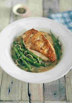 Tarragon and chicken is a classic match, and this easy chicken dish is ready in thirty minutes. It's perfect for a mid-week meal. Schnitzel Recipes, Green Bean Recipes, Yum Yum Chicken, Easy Chicken Recipes, Green Beans, Healthy Recipes, Healthy Food, Dinner Recipes, Lunch