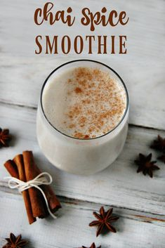 This chai spice smoothie is perfect for when you are dreaming of fall! It's a great spiced breakfast or healthy snack. Fruit Smoothie Recipes, Apple Smoothies, Healthy Breakfast Smoothies, Strawberry Smoothie, Healthy Drinks, Healthy Snacks, Healthy Breakfasts, Nutritious Smoothies, Protein Smoothies