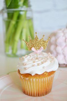 Princess crown cupcake Topper, Princess Birthday by InspiredLilParties on Etsy… Princess Birthday Cupcakes, Disney Princess Party, Baby Shower Princess, Baby Birthday, Princess Theme, Birthday Ideas, Crown Cupcake Toppers, Yummy Cupcakes, Giant Cupcakes