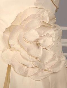 Vera Wang 12088 Discount Designer Wedding Dress