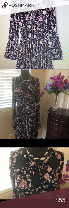 Venus Pretty Floral Dress EUC Size XXL 2X This is a gorgeous never been worn Dress by Venus, look at the neck detail and the bell sleeved, elastic waist and very stretchy, Floral on a black background.  Venus Dresses Long Sleeve