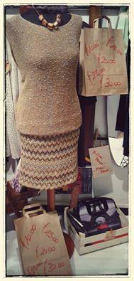 Buona giornata collana ZSISKA collezione Colourful  maglione misto lana e mohair, taglio a pipistrello, disponibile in tortora, rosa antico, vinaccia, senape e sabbia gonna sartoria GRILLO TORINO fashion bags Mon Amour