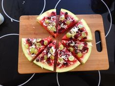 From the FamilyFun test kitchen: Watermelon pizza! This was a major hit with tasters of all ages. Look for it in our September 2013 issue. Watermelon Fruit Pizza, Clean Eating Sweets, Healthy Snacks, Healthy Recipes, Healthy Eating, Delicious Desserts, Yummy Food, Snack Recipes, Cooking Recipes