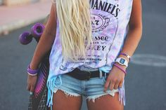 ☮✿★ Summer outfit ✝☯★ Love the tie dye Jack Daniel's shirt♥♥ Crop Top Outfits, Summer Outfits, Cute Outfits, Summer Clothes, Girl Outfits, Beach Outfits, Jack Daniels, Moda Skate, Teen Fashion