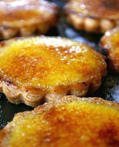 Low FODMAP Recipe and Gluten Free Recipe - Individual crème brûlée tarts   (updated) http://www.ibssano.com/low_fodmap_individual_creme_brulee_tarts.html