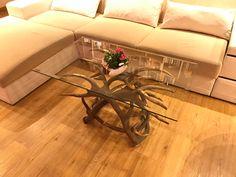 #geweih #geweihdeko #dekogeweih #Hirschgeweihdeko #Hirschgeweih #antler #deer #chalet #jagdhütte #chaleteinrichten #almhütte #geschenkefürjäger #geweihmöbel #designereinrichtung #antler #hunt #hunting # antler table #landhaus couchtisch #landhaus couchtisch glas #landhaus #hirsch #holz #wood #geweih couchtisch #chalet alpin #rustic #rustikal Designer, Gift Wrapping, Gifts, Furniture, Home Decor, Interiors, Bricolage, Antler Lamp, Cottage Chic