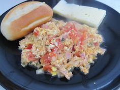 Perico ... Huevo con tomate y cebolla