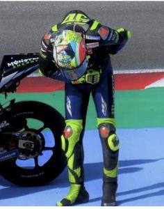 Valentino Rossi Helmet, Motogp Valentino Rossi, Valentino Rossi 46, Motorcycle Racers, Motorcycle Men, Kawasaki Zx10r, Dirt Track Racing, Drag Racing, Ducati
