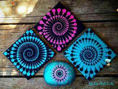 No photo description available. Mandala Canvas, Mandala Artwork, Mandala Dots, Mandala Painting, Mandala Design, Rock Painting Patterns, Dot Art Painting, Acrylic Painting Canvas, Mandala Painted Rocks