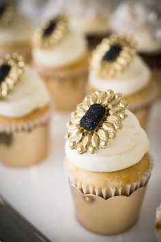 Gold floral cupcakes
