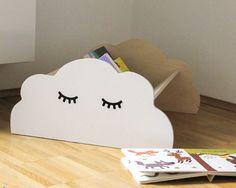 Ihr sucht einen schönen Bücherständer für das Kinderzimmer? Wir wäre es mit diesem Wolkenregal Kinderzimmer geeignet und selbst gemacht.