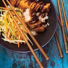 Bol de riz au porc croustillant et aux légumes marinés Health Bowls, Pork And Cabbage, Marinated Vegetables, Austin Food, Vegetable Rice, Saltine Crackers, Pork Cutlets, Tonkatsu, Duck Sauce