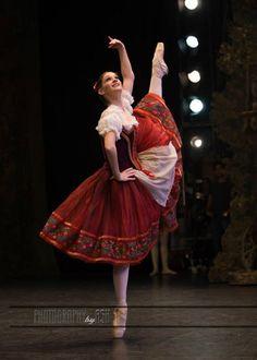 Lauretta Summerscalesin Coppélia English National Ballet